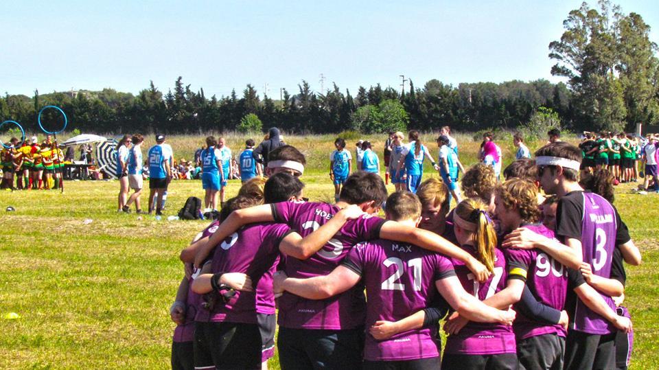 Durhamstrang huddle before a game. Credit: Lorenzo Spiri.
